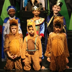 """Year 1 and 2 Nativity Play 177 • <a style=""""font-size:0.8em;"""" href=""""http://www.flickr.com/photos/153285254@N08/44397877170/"""" target=""""_blank"""">View on Flickr</a>"""